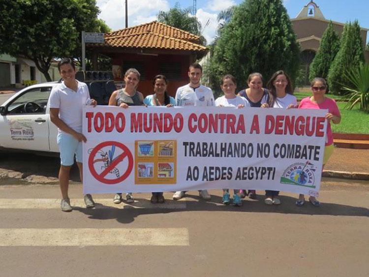 Agentes fazem conscientização contra o Aedes Aegypti / sexta-feira, 19 de fevereiro de 2016