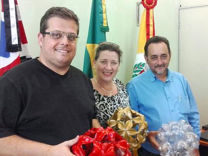 Doe garrafas PET e ajude a fazer o Natal Iluminado de Nhandeara