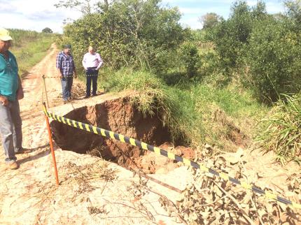 Administração autoriza recuperação de aterro atingido por chuvas
