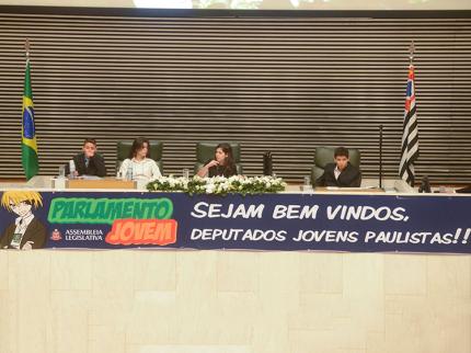 Seis alunos representam a região no Parlamento Jovem 2014