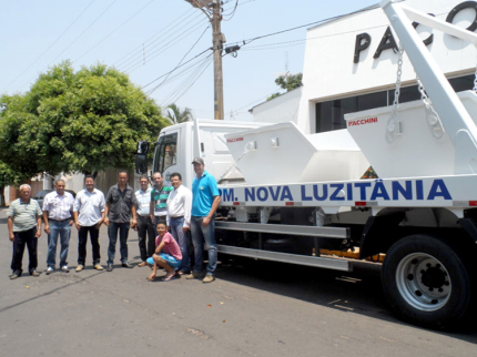 Caminhão Poliguindaste chega a Nova Luzitânia