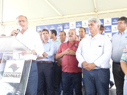 Governador visita a região, reativa navegação na hidrovia Tietê-Paraná e inicia obras da modernização da SP-461