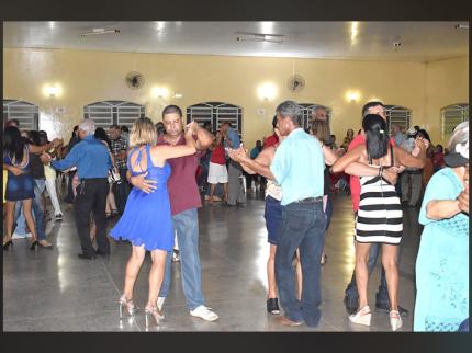 Baile da Terceira Idade em Nova Luzitânia
