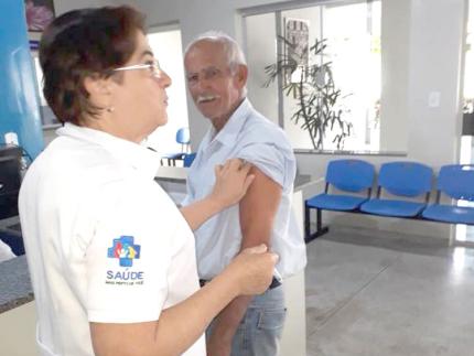 Campanha de vacinação contra gripe e prevenção de câncer bucal em Nova Luzitânia