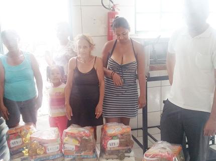 Nova Luzitânia faz doação de cestas básicas a famílias em crise financeira