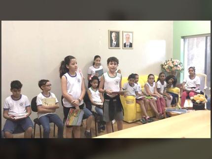Alunos do 5º ano da Escola Municipal José Augusto Gama de Souza apresentam projeto na prefeitura