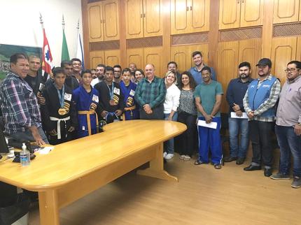 Jovens de Nova Luzitânia participam de Campeonato Mundial e trazem medalhas para cidade