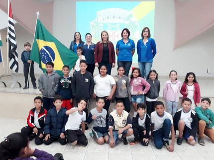 Campanha do Agasalho 2019 com alunos da escola José Augusto Gama de Souza