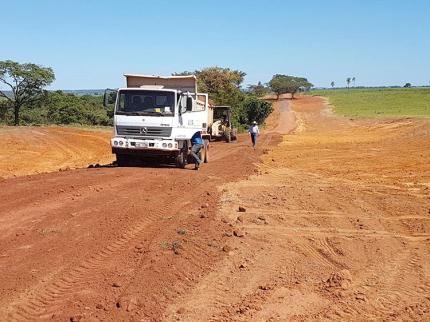 Prefeitos se unem para recuperar estrada rural