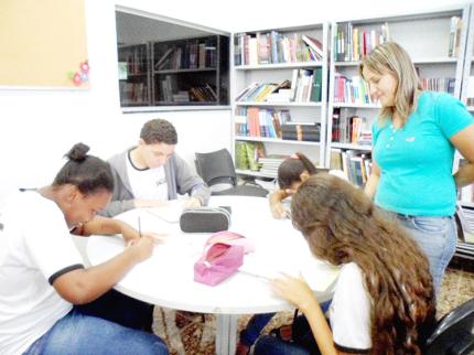 Escola Estadual de Nova Luzitânia realiza projeto de leitura com os alunos do Ensino Fundamental