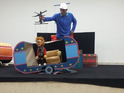 Teatro de marionetes para beneficiários de programas sociais em Nova Luzitânia