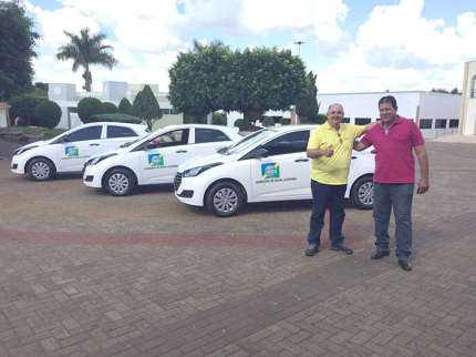 Prefeito comemora aquisição de três novos veículos