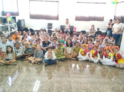 Educação comemora Dia do livro com apresentação de teatro
