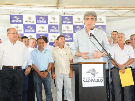 Governador garante asfalto de Anel Viário e construção de 120 novas casas em Nova Luzitânia.