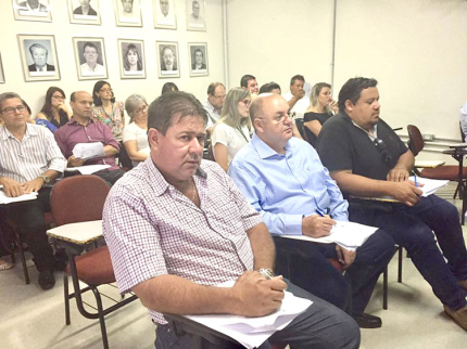 Administração participa de encontro sobre saúde em Araçatuba
