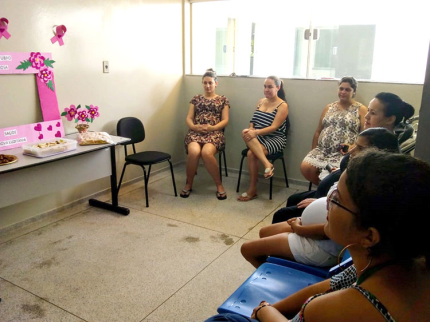 Gestantes realizam reunião mensal sobre Outubro Rosa