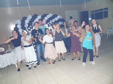 Grupo Vida tem festa dos anos 60, em Nova Luzitânia
