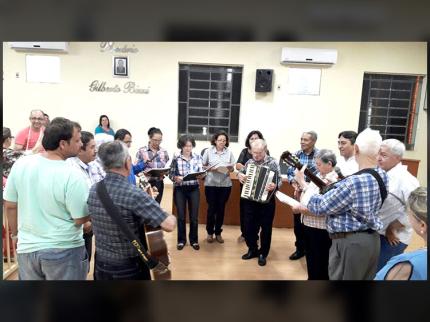 Câmara Municipal de Nhandeara homenageia o Grupo Seresta