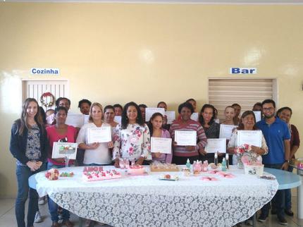 Curso de Sabonetes Artesanais no CRAS