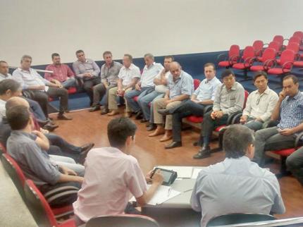 Prefeitos se reúnem em Auriflama para analisar crise financeira nos municípios