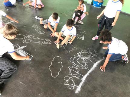 Educação realiza atividade pintando perfil