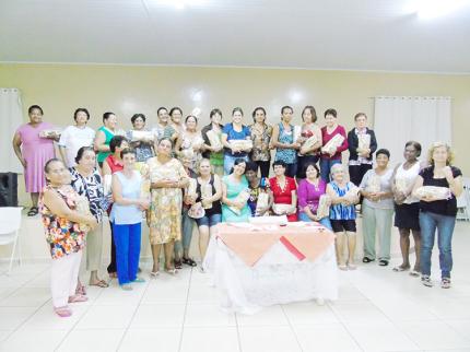 Primeira Dama faz homenagem às mães do Grupo da Terceira Idade