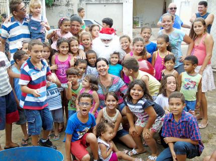 Festa beneficente para crianças em Nova Luzitânia