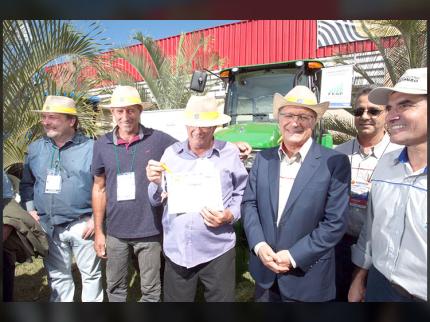 Produtor rural de Nova Luzitânia é homenageado na Agrishow
