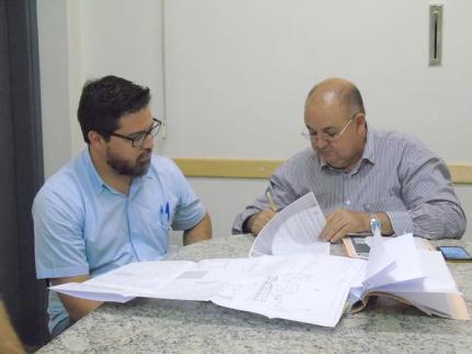 Administração assina contrato para obras nos Conjuntos Habitacionais