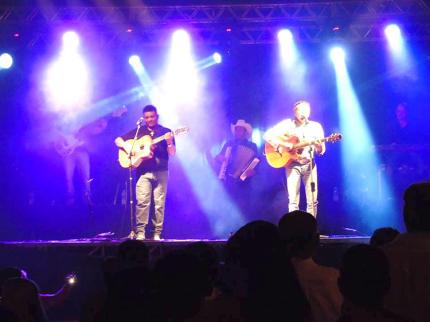 Show com Durval e Davi encerra mês de festividades em Nova Luzitânia